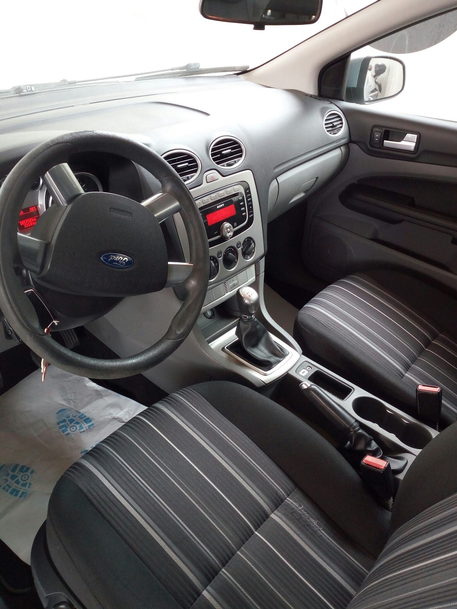 Ford Focus 1.6 SW (4)